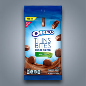 Mini Oreo Thins con glassa al cioccolato fudge e crema alla menta