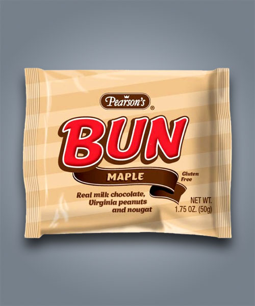 Snack Pearson's Bun Bar con cioccolato, noccioline e farcitura all'acero.