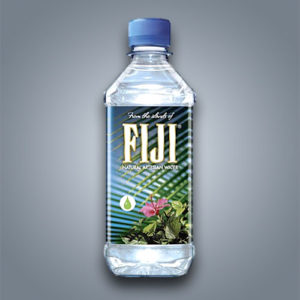 Fiji Water acqua artesiana naturale in bottiglietta da mezzo litro